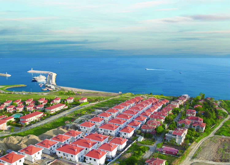 Luxury Villas In The Marina Which Residents Walk To The Beach